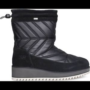 UGG W BECK BOOT 1095146 W/BLK BOOTS